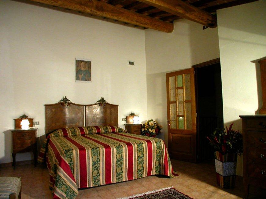 Soggiorno agriturismo toscana suites la torre for Piani di casa con due master suite al primo piano
